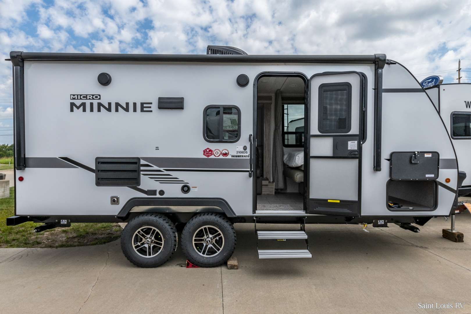 Winnebago Micro Minnie 2106S