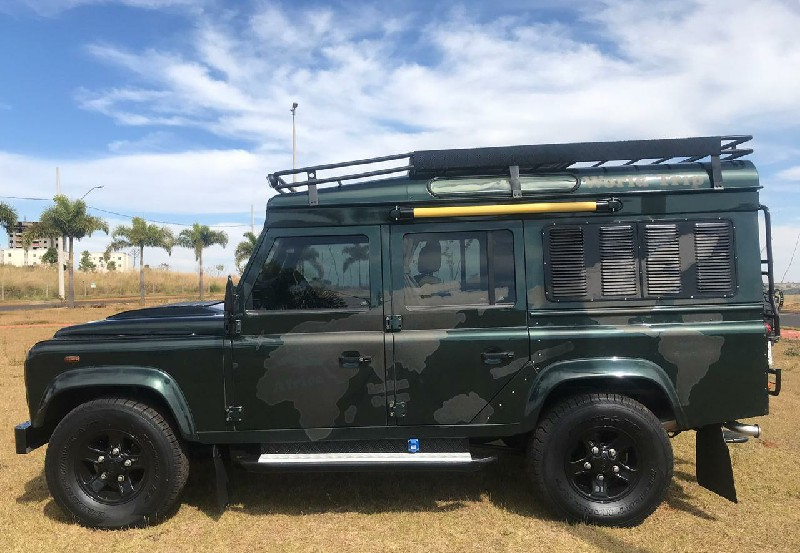 Globe Customs Land Rover Defender